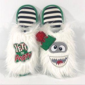 Dearfoams Yeti to Party Furry Christmas  Slippers